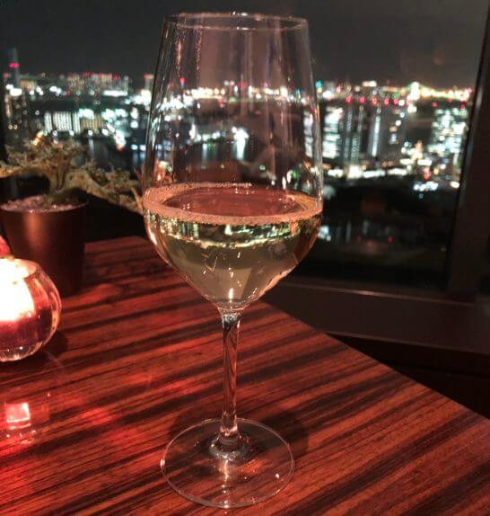 コンラッド東京のチャイナブルーの白ワイン