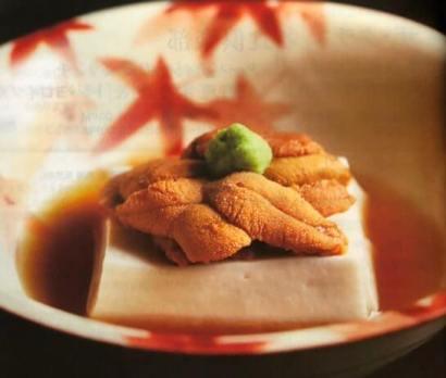 ザ・クラス 名食倶楽部の料理の例 (胡麻豆腐 生雲丹のせ)