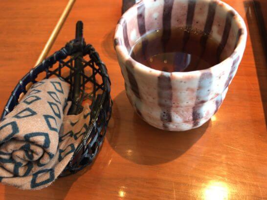 パークハイアット東京の日本料理 梢のお手拭きとほうじ茶