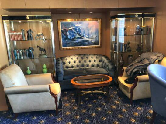ウェスティンホテル東京のエグゼクティブ クラブラウンジのソファー席