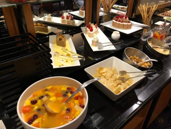 ウェスティンホテル東京 エグゼクティブ クラブラウンジのカクテルタイムのスイーツ