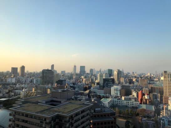 ウェスティンホテル東京の夕暮れ時の景色
