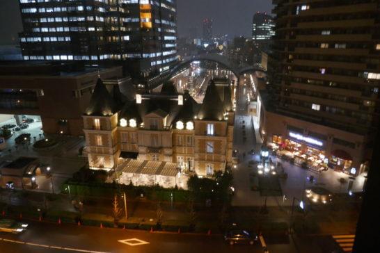 ウェスティンホテル東京の客室内からの眺め(夜)