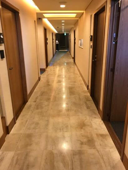 新生銀行プラチナサロンの廊下