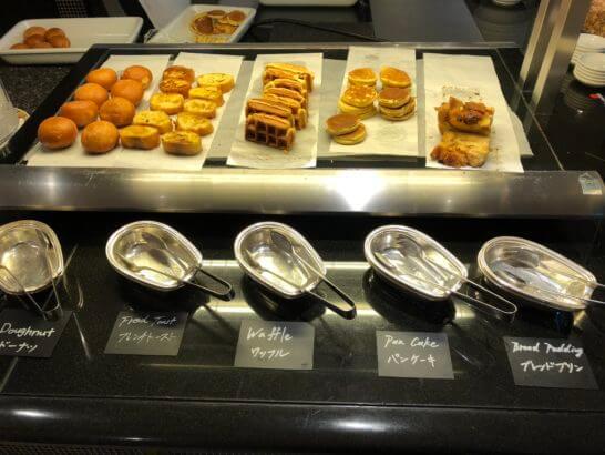 ウェスティンホテル東京のザ・テラスのドーナツ・フレンチトースト・ワッフル・パンケーキ・ブレッドプリン
