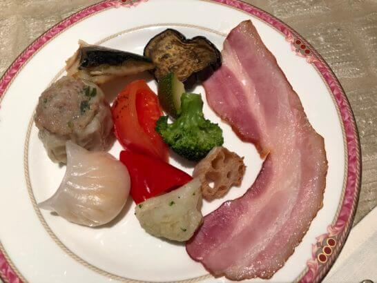 ウェスティンホテル東京のザ・テラスの点心・煮野菜・サバ・ベーコン