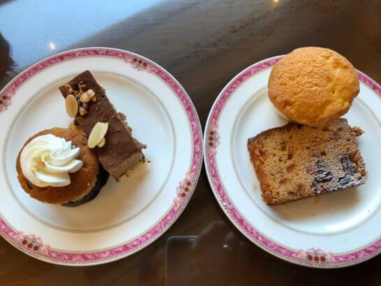ウェスティンホテル東京のエグゼクティブ クラブラウンジのチョコケーキ、いちじくのシフォンケーキ、プレーンマフィン
