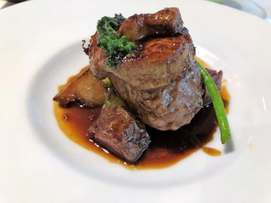 レストランのフォアグラ&ステーキ