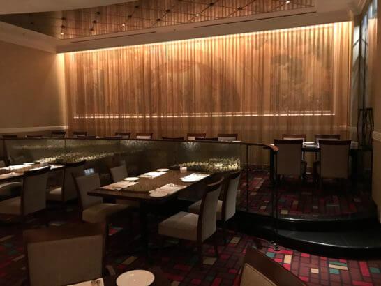 ウェスティンホテル東京のザ・テラスのディナータイムの雰囲気
