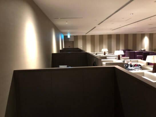 サクララウンジ(羽田空港国際線)のメディカルマッサージチェアコーナー