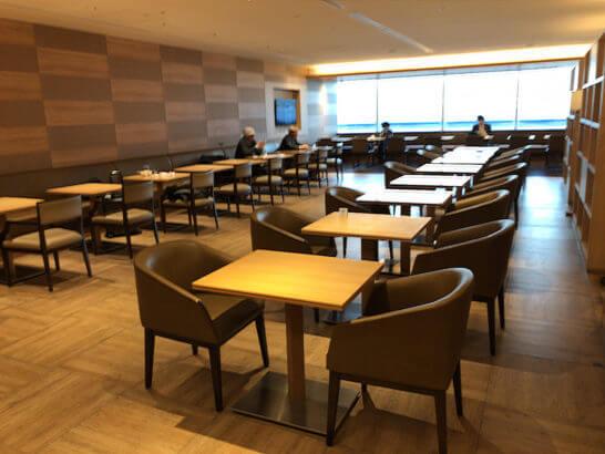 サクララウンジ(羽田空港国際線)の壁側の席
