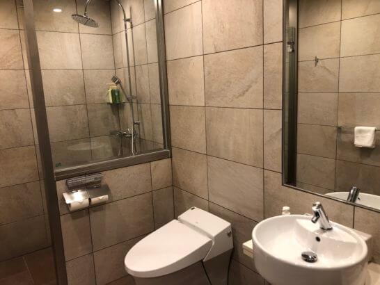 TIAT LOUNGE ANNEXのシャワーとトイレ