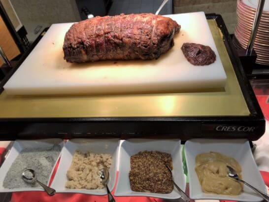 ウェスティンホテル東京のザ・テラスのディナー (ローストビーフの塊)