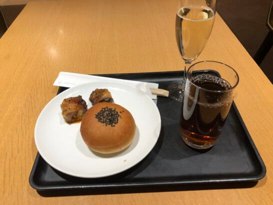サクララウンジ(羽田空港国際線)の山菜パン等