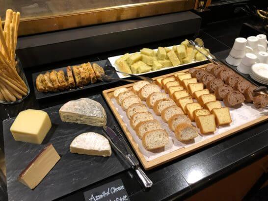 ウェスティンホテル東京のエグゼクティブ クラブラウンジのチーズ、パン
