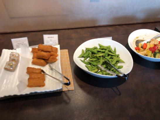 TIAT LOUNGE ANNEXのお寿司・稲荷・枝豆・野菜