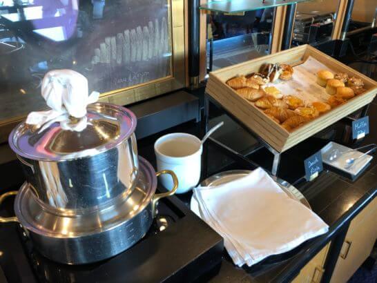 ウェスティンホテル東京 エグゼクティブ クラブラウンジのスープ、パン