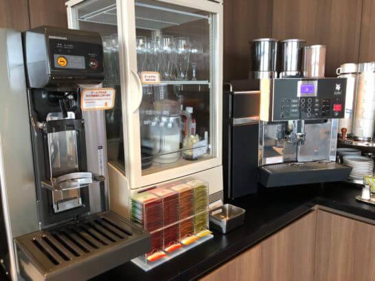 TIAT LOUNGEのビールサーバー・コーヒーマシン