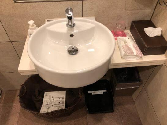 TIAT LOUNGE ANNEXの洗面台