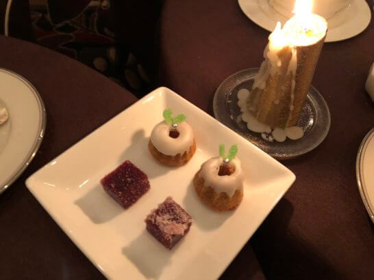 横浜ベイシェラトンホテルのスカイラウンジ「ベイ・ビュー」の小菓子