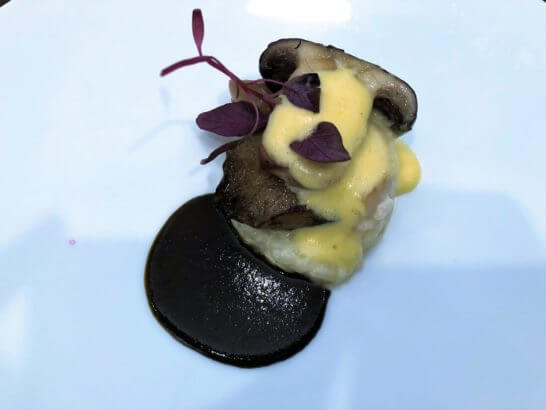 黒鮑と帆立貝のステーキ 肝風味のサバイヨンソース