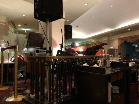 横浜ベイシェラトンホテルのスカイラウンジ「ベイ・ビュー」の生演奏