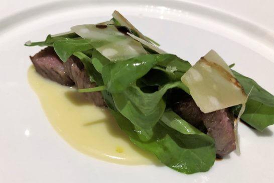 神戸牛サーロインのタリアータスタイル ルッコラ 36ヶ月パルミジャーノレッジャーノ 熟成バルサミコ酢