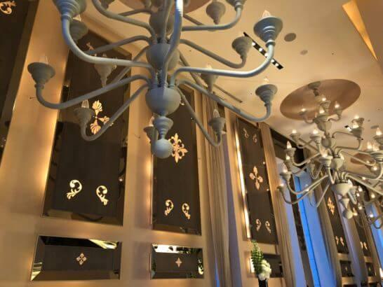 セントレジスホテル大阪のラ ベデュータの高い天井