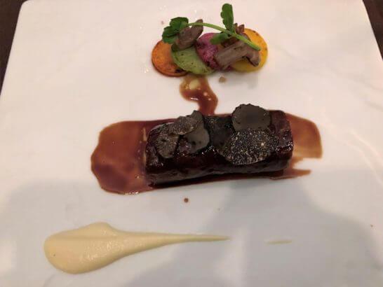 黒毛和牛フィレ肉とフォアグラのルーラード トリュフ添え ソースポワブラード