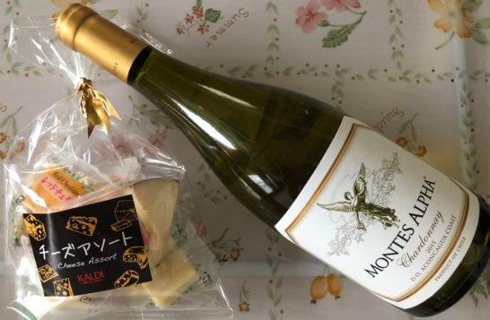 カルディで買った白ワイン(モンテス)とチーズ