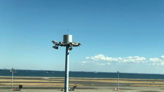 空港の青い空