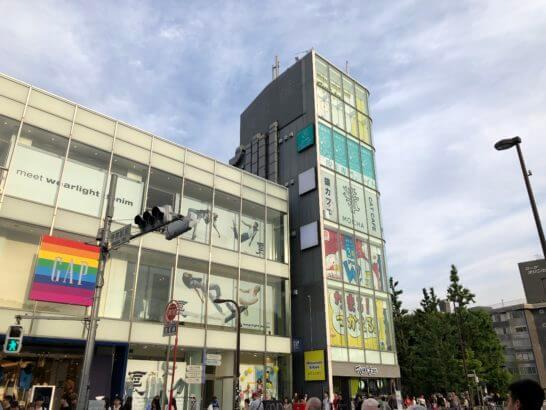 原宿駅前のGAP