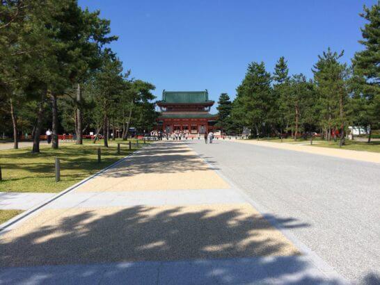 京都の平安神宮の境内