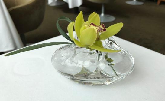 コンラッド東京のコラージュのテーブルの花