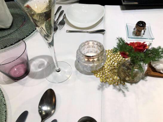 オシャレなレストランのテーブル