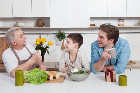 料理中の親子