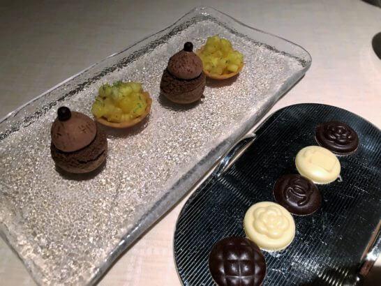 ベージュ アラン・デュカス 東京の小菓子