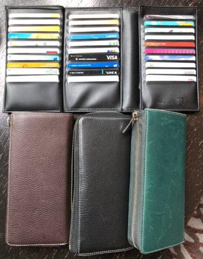 数多くのクレジットカード・ポイントカードを入れた菊地崇仁さんのお財布