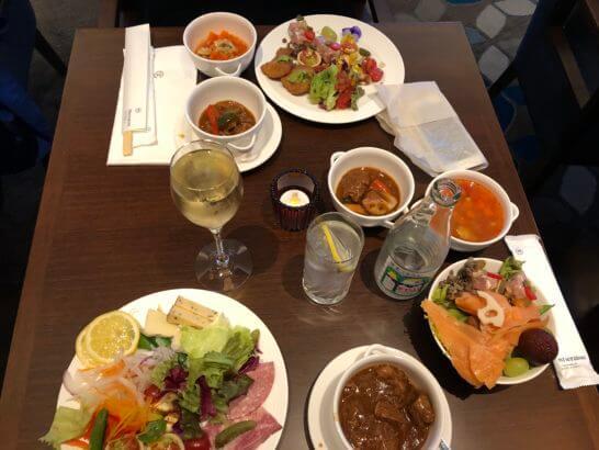 横浜ベイシェラトンホテルのクラブラウンジの夕食・お酒