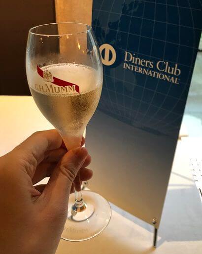 ダイナースクラブ フランスレストランウィークのシャンパンとダイナースの看板