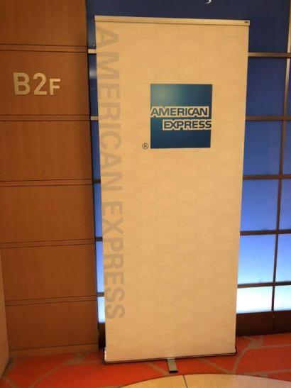 東京アメリカンクラブに設置されたアメックスの暖簾