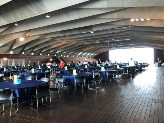 アメックスの横浜花火大会のホール