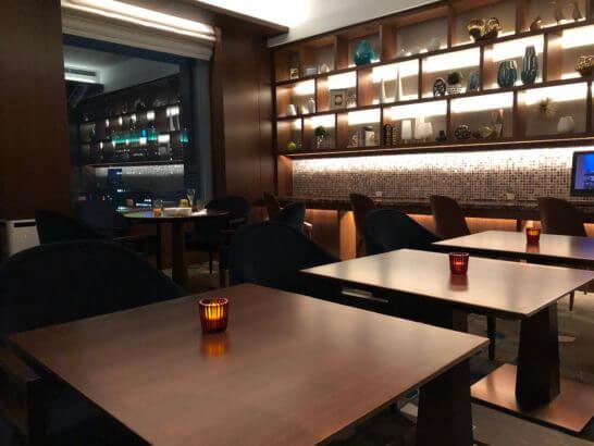 横浜ベイシェラトンホテルのクラブラウンジのカクテルアワーの雰囲気
