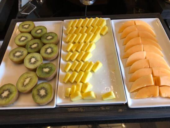 横浜ベイシェラトン ホテルのクラブラウンジの朝食のフルーツ