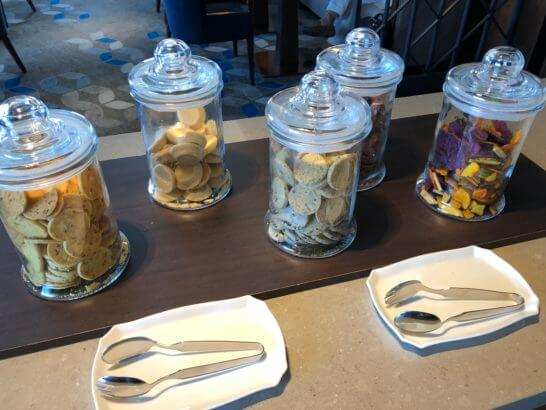 横浜シェラトンのクラブラウンジの小菓子類 (2)