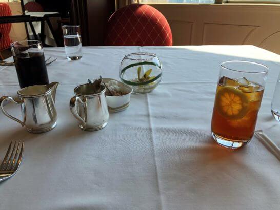 恵比寿のウェスティンホテル東京のビクターズのアイスコーヒーとレモンティー