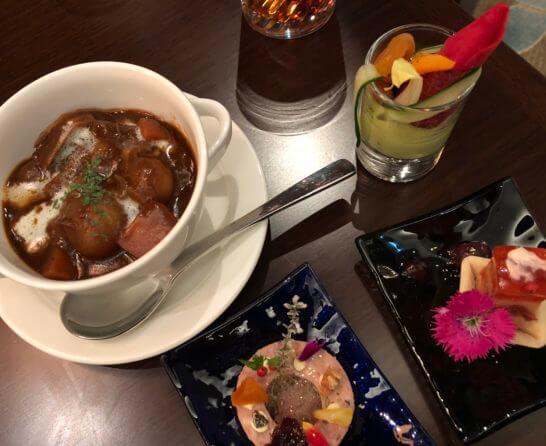 横浜ベイシェラトン ホテルのクラブラウンジのビーフシチュー、オードブル