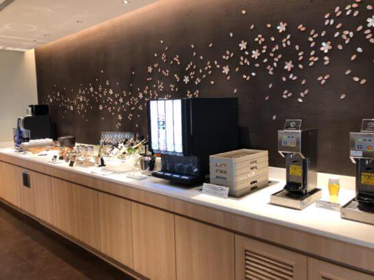 サクララウンジ(羽田空港)の飲み物コーナー
