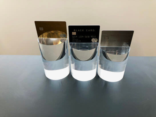 3枚のラグジュアリーカードのオブジェ