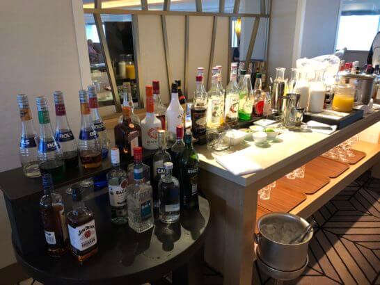 シェラトン・グランデ・トーキョーベイのクラブラウンジのカクテルタイムの洋酒類